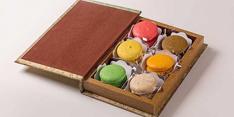 book-macarons